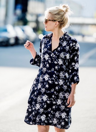 MISSMAYA Aisha Dress Navy Flower